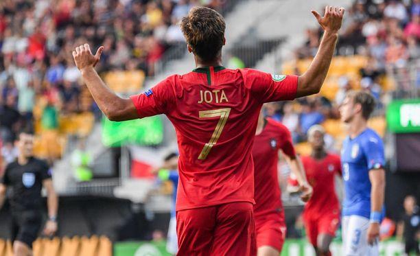 Portugalin Joao Filipe, eli Jota, kantoi joukkueensa EM-kultaan.