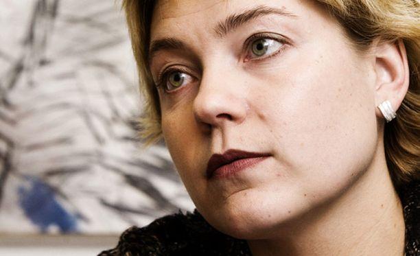 Opetusministeri Henna Virkkusen on nyt varmistettava uuden Taideyliopiston rahoitus.