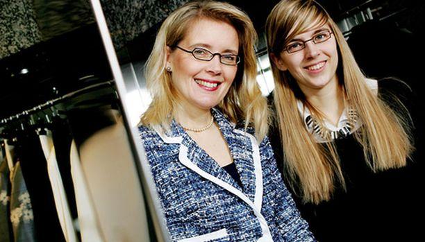 Joanna-tytär auttaa silloin tällöin äitinsä yrityksessä.