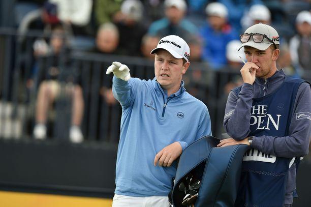 Robert MacIntyre ei ollut kilpakumppaninsa toimintaan tyytyväinen. Kyle Stanley osui myös MacIntyren caddien (oikealla) äitiin.