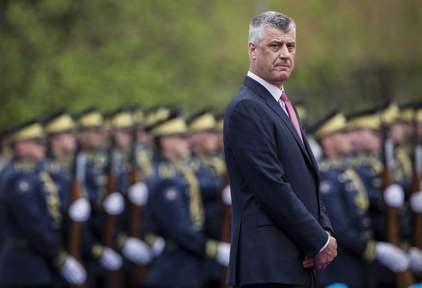 Presidentti Hashim Thaçi virkaanastujaisissaan 8. huhtikuuta 2016.