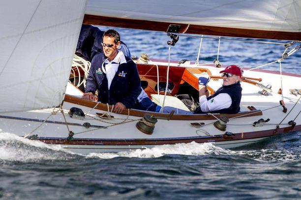 Espanjan kuningas Juan Carlos on innokas purjehtija. Hänet kuvattiin purjehtimassa pari viikkoa sitten.