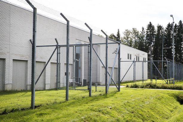 Ajatus pitkästä kesästä Kylmäkosken vankilassa ei miellyttänyt sen uutta asukasta.
