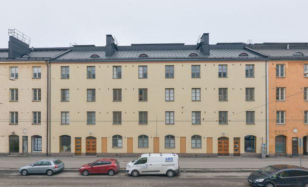 Vallilan asuntokanta on kerrostalovaltaista. Tässä talossa myynnissä olevassa yksiössä on asuinpinta-alaa 37,5 neliötä ja sen hintapyyntö on 169 000 euroa.