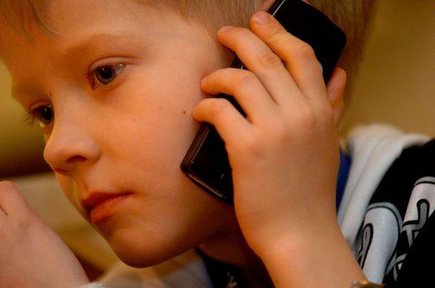 Tutkimukseen osallistuvat antavat luvan kerätä operaattoreilta tietoja matkapuhelimen käytön määrästä.