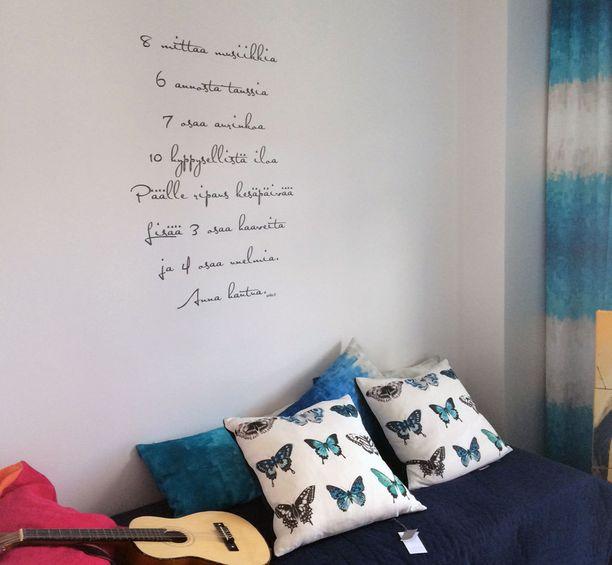 Runo piristää seinää.