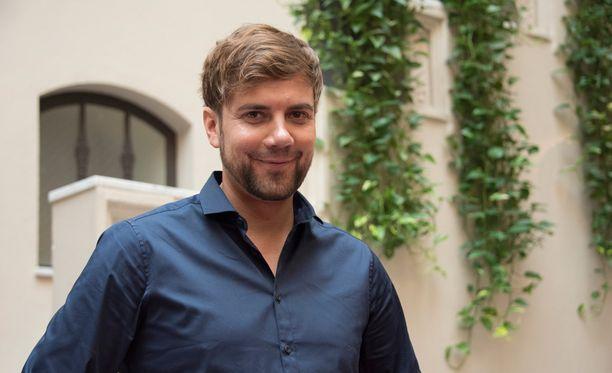 Antti Ketonen aikoo saada Neljänsuoran fanit äänestämään itseään Tähdet, tähdet -ohjelmassa.