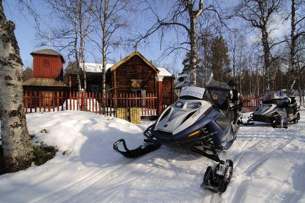Talvella paikalle pääsee moottorikelkalla.