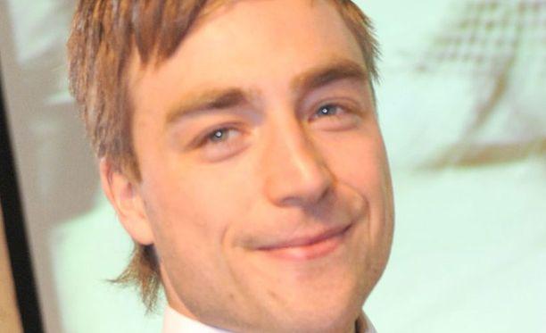 Harri Tikkanen esiintyi yläosattomissa kuvissa.
