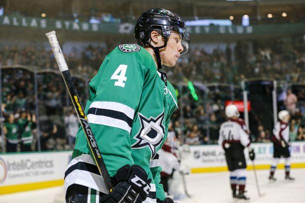 Miro Heiskanen debytoi NHL:ssä perjantain vastaisena yönä.