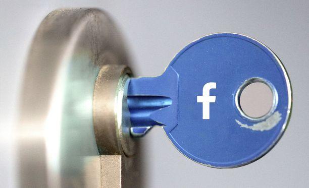 Facebookiin jaettavien tietojen kanssa kannattaa olla tarkkana.
