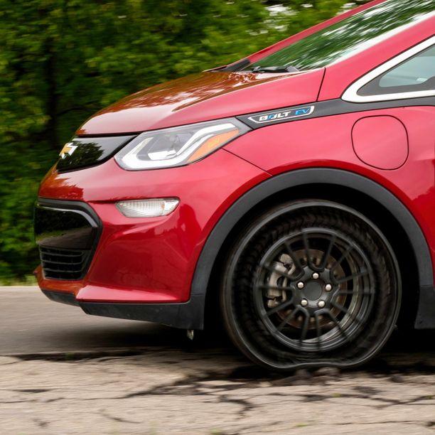 Michelinin ja GM:n mukaan rengas sopii erinomaisesti itse ajaviin autoihin, joissa ei ole kuljettajaa rikkoutunutta rengasta vaihtamassa.
