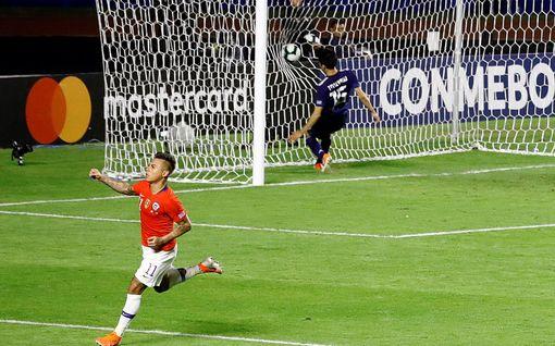 Avauspelien tuloksissa hieman löysiä - Chile ei ole aivan niin hyvä kuin murskavoitto Japanista näyttäisi kertovan