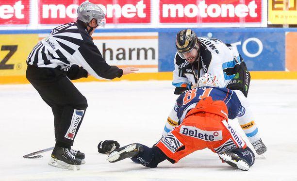 Jordan Smotherman ja Jukka Peltola painelivat toisiaan maihin vuorovedoin.