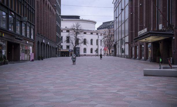 Hiljaista oli Stockmannin kulmilla 18.3., kuten joka puolella Helsingin ydinkeskustaa.