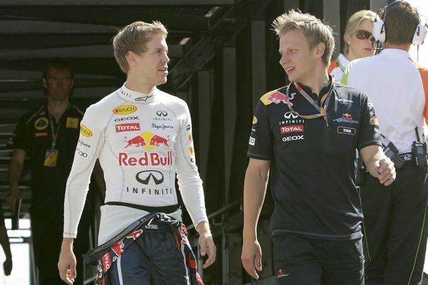 Tommi Pärmäkoski toimi vuosikaudet Sebastian Vettelin fysiikkavalmentajana. Nykyään hän työskentelee Pelicansin sekä naisten maajoukkueen valmennuksessa.