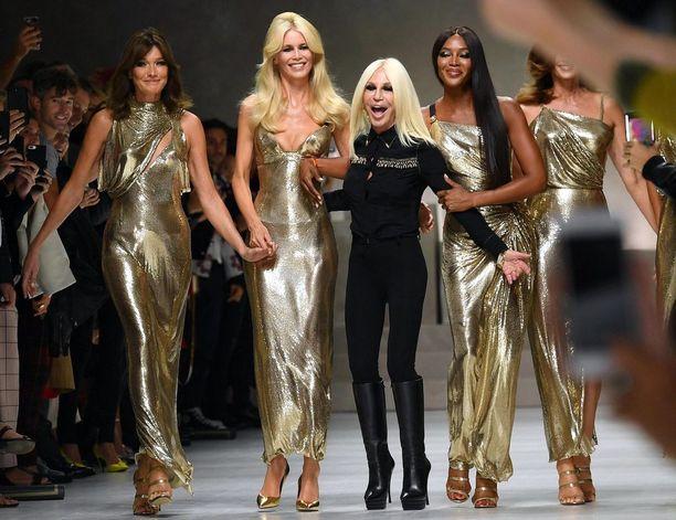 Versacen kevään 2018 muotinäytöksessä esiintyivät kaikista kovimmat mallistarat.
