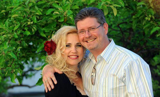 Kaija Lustila ja Jari Puhakka seurustelivat kuusi vuotta ennen naimisiin menoa.