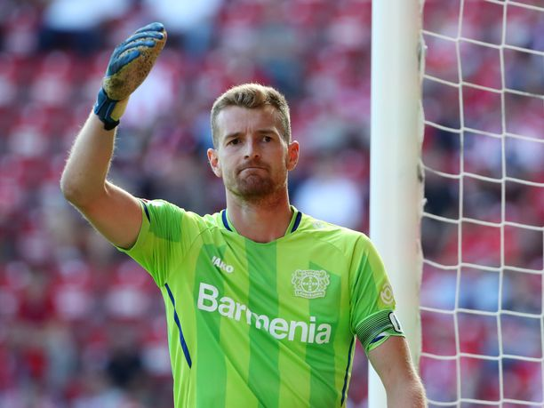 Lukas Hradecky on kaivannut faneja.