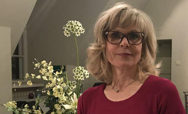 Kulttuuriantropologi Taina Kinnunen on tutkinut suomalaista koskettamisen kulttuuria.