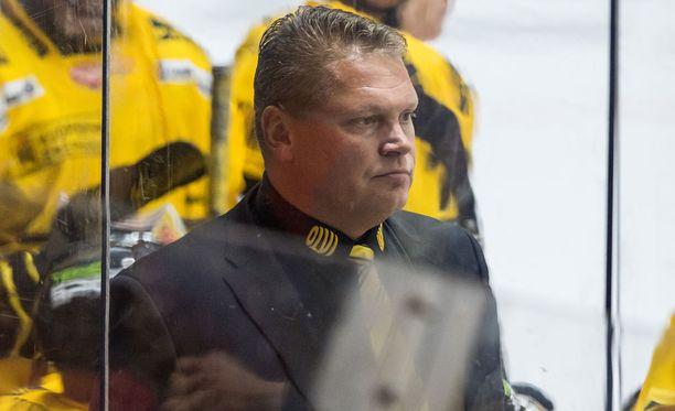 Pekka Virta ei ymmärrettävästi ollut tyytyväinen omiensa otteisiin.