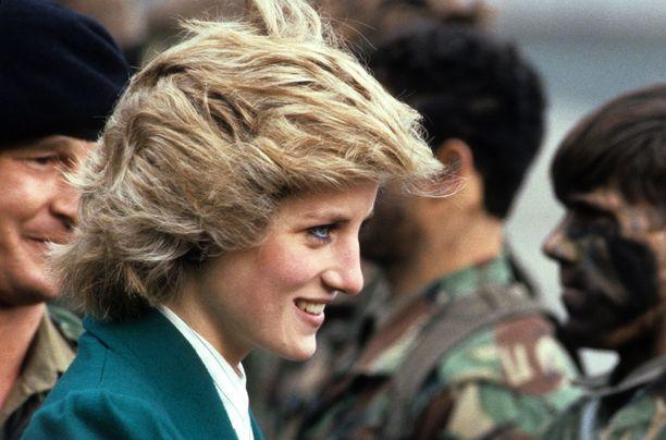 Ensi kuussa julkaistava kirja ei maalaa ruusuista kuvaa prinsessa Dianan ja prinssi Charlesin avioliitosta.