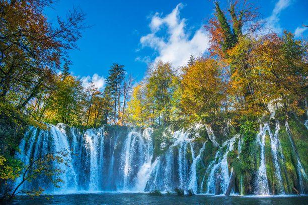 Puisto tunnetaan järvistään ja vesiputouksistaan.