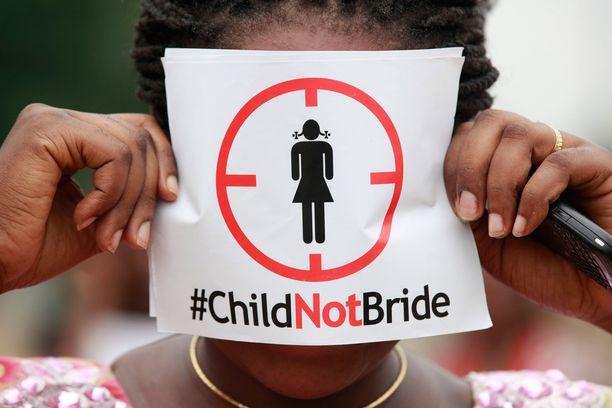 Lapsiavioliittoja vastustava mielenosoitus Nigeriassa vuonna 2013.