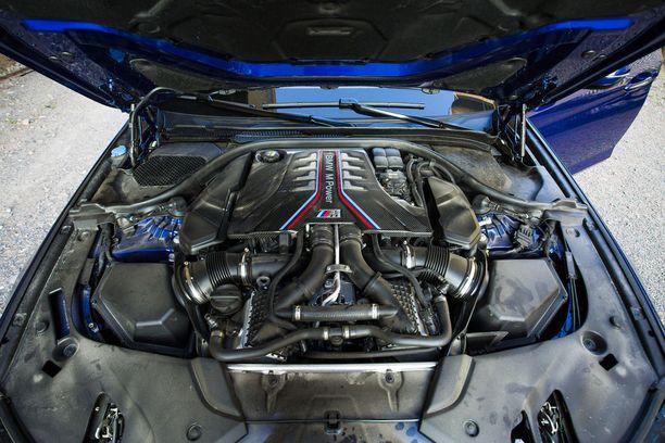Melkoinen mylly: 4,4-litrainen V8 kahdella turbolla
