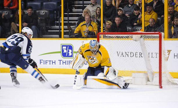 Patrik Laine ja Pekka Rinne kohtaavat NHL:n pudotuspeleissä.