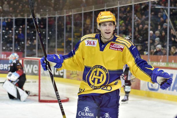 Perttu Lindgren pelaa jo seitsemättä kautta Sveitsin liigan HC Davosissa.
