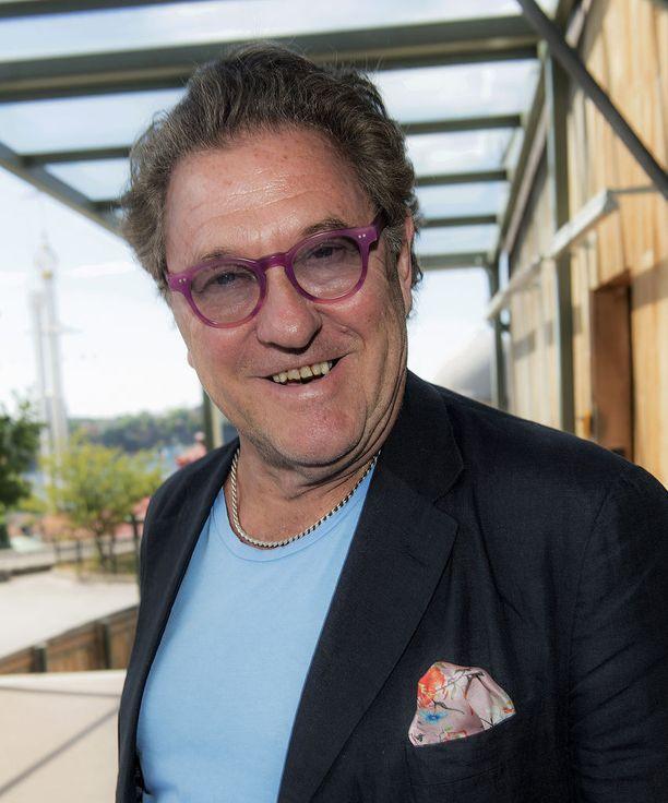 Tommy Körberg on Aviciin velipuoli Antonin isä.