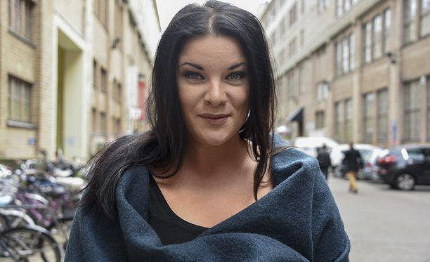 Hanna Pakarinen on tunnettu laulaja ja tubettaja.