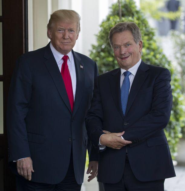 Trump ja Niinistö poseerasivat Valkoisen talon edustalla.