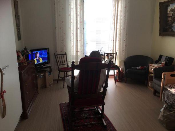 Siskosten äiti vietti viikonloppua omassa huoneessaan.