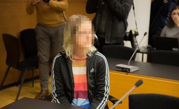 Koulusurman valmistelusta syytetyn naisen apuri kertoi oikeudessa, ettei oikeasti hyväksy kyseista tekoa.