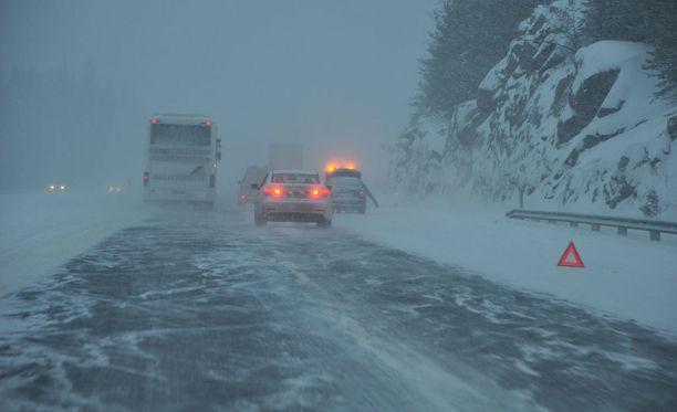 Lumisade on aiheuttanut useita onnettomuuksia keskiviikkona. Kuvituskuva.