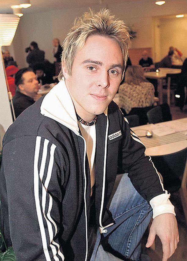 YHÄ HENGISSÄ Internetissä levisi eilen perätön huhu laulaja Petri Munckin kuolemasta.