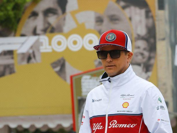 Kimi Räikkönen on avannut F1-kauden huomattavasti paremmin kuin tallikaverinsa Antonio Giovinazzi. Räikkönen johtaa Alfa Romeon jäsentenvälisiä pistein 10–0.