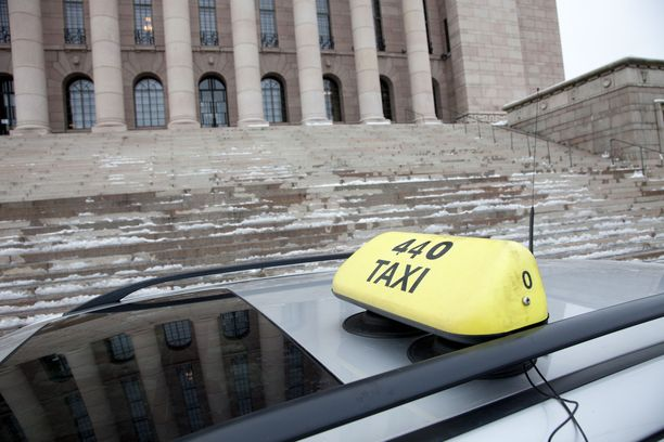 Kansanedustajien taksimatkoihin paloi touko-marraskuussa noin 200 000 euroa.