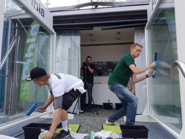 Ikkunanpesun MM-kilpailut käytiin asuntomessuilla Mikkelissä. Osanottajia oli ammattilaispesijöiden sarjassa kuusi, harrastelijasarjassa seitsemän osanottajaa.