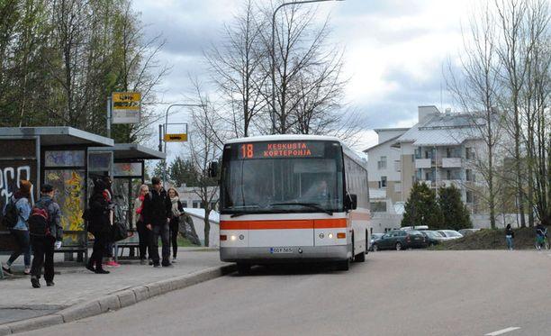 Linja-autopysäkkimerkin kohdalla on pysäköintikielto aina voimassa 12 metriä merkin kummallakin puolella.