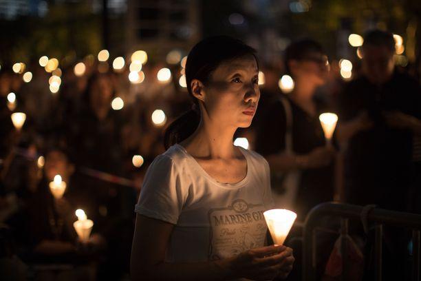 Tiananmenin eli Taivaallisen rauhan aukion verilöylyä muistellaan Hong Kongissa vuosittain. Tänä vuonna hirmuteoista tulee kuluneeksi 30 vuotta.