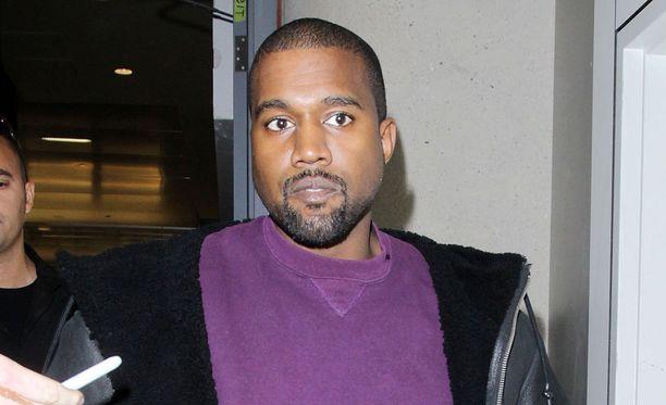Räppäri Kanye Westin keikka jäi lyhyeksi erikoisen puheen takia.