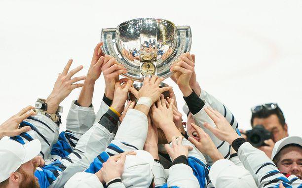 Suomi juhli miesten jääkiekon MM-kultaa viime keväänä.
