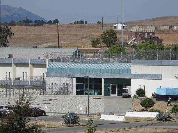 Tällaisessa vankilassa Felicity Hoffman  istuu tuomiotaan.