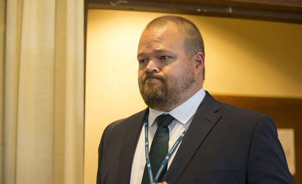 Janne Pesonen lyttää Ville Niinistön väitteet kokoomuksen Twitter-painostuksesta.