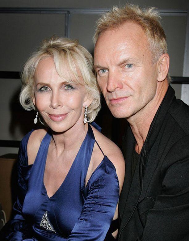 Madonna ja Guy tapasivat Trudie Stylerin ja Stingin järjestämillä illallisilla vuonna 1998.