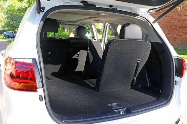 Autoon saa kolme istuinriviä. Kolmannenkin istuimen taakse jää hieman tavaratilaa.
