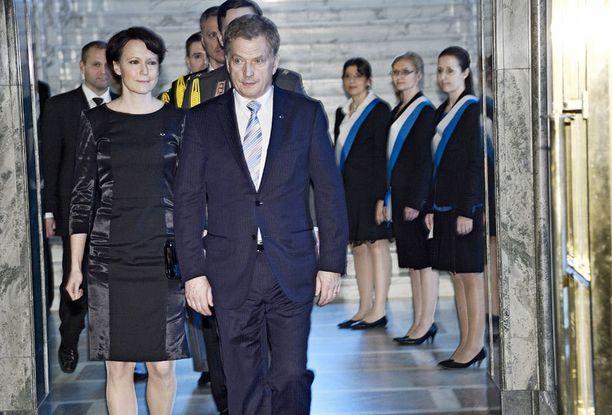 Haukio ja Niinistö nähtiin viime vuonna prinsessa Estellen ristiäisissä, mutta kutsua kuninkaallisiin häihin ei tänä vuonna tullut.